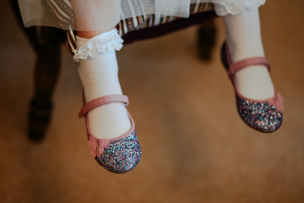 girl wearing gray and pink flats