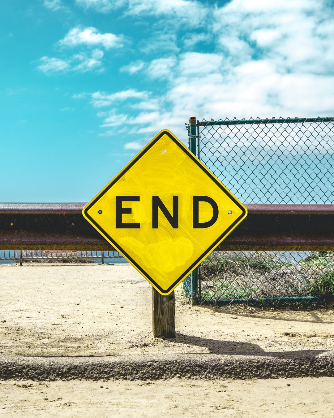 End sign on beige sand