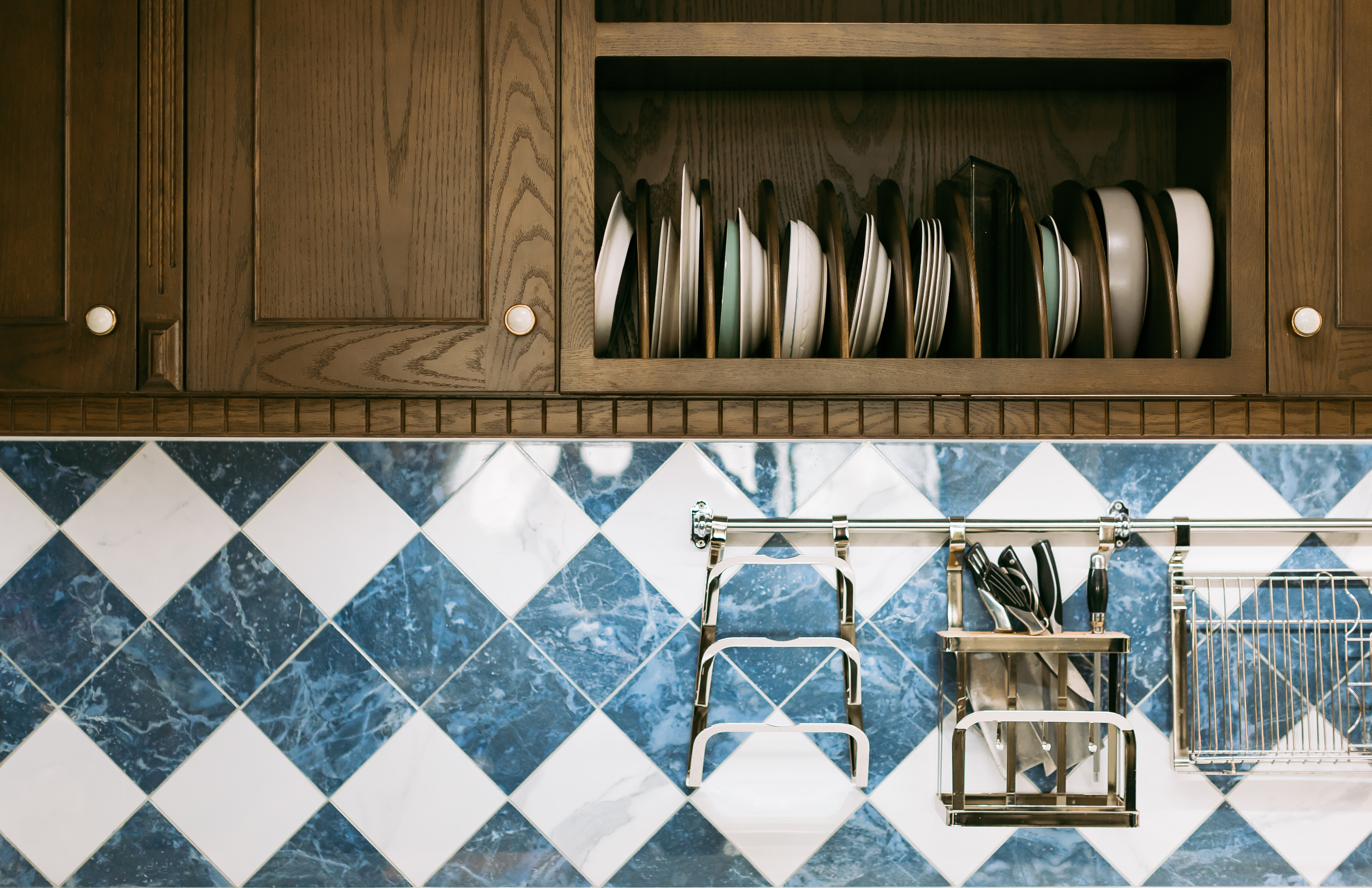organized plate in kitchen cupboard