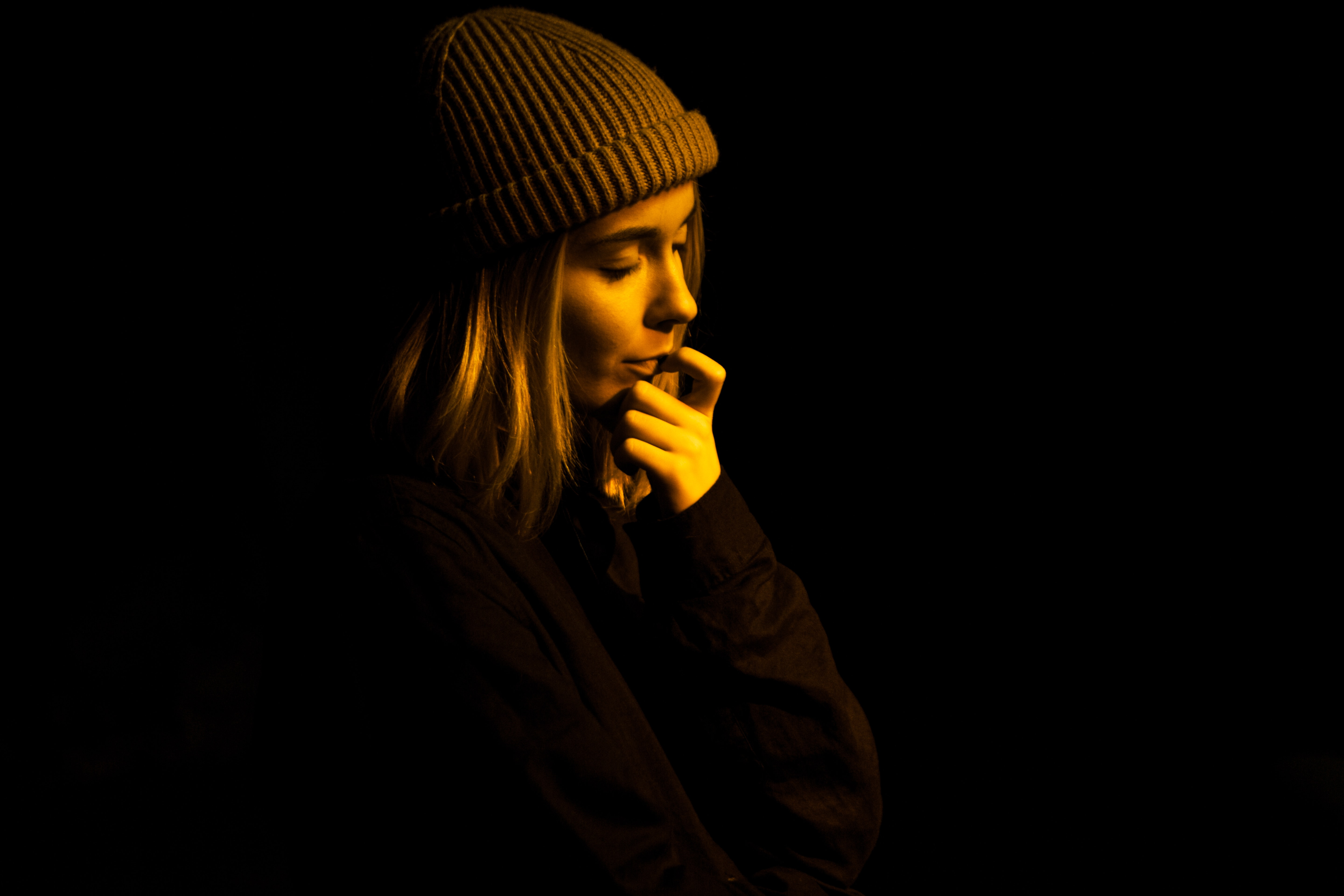 woman wearing gray knit cap on focus photo