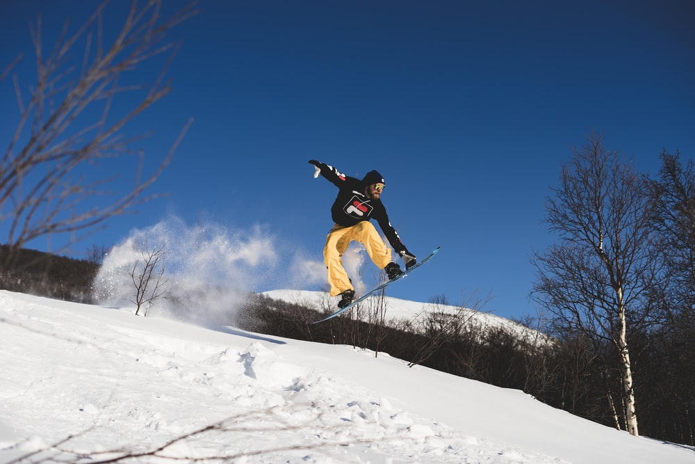 man standing on the snowboard