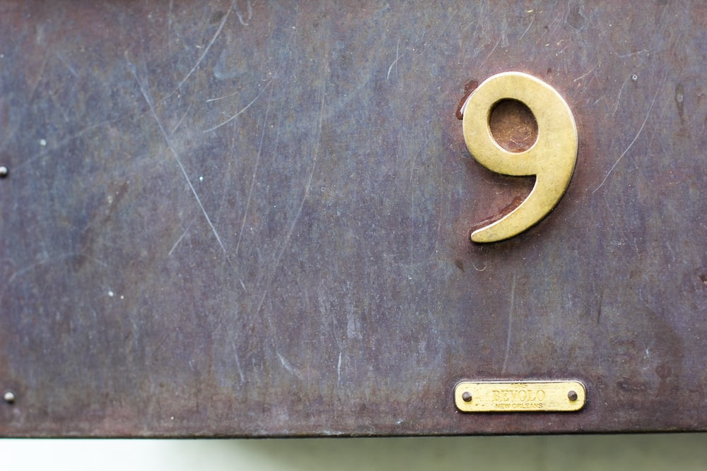 closeup photography of gold number 9