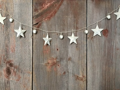 silver star buntings on wood pallet