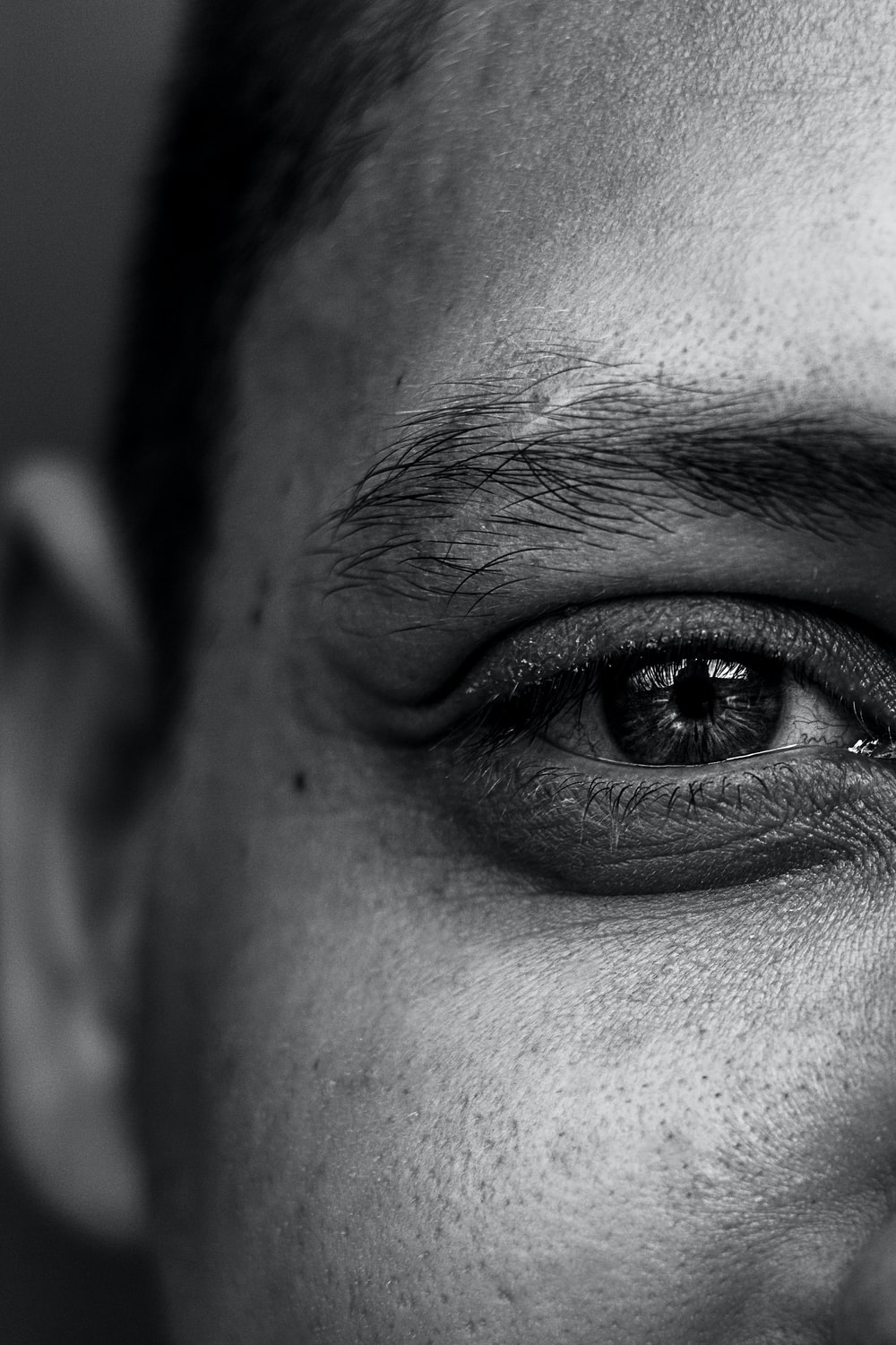 grayscale person's right eye