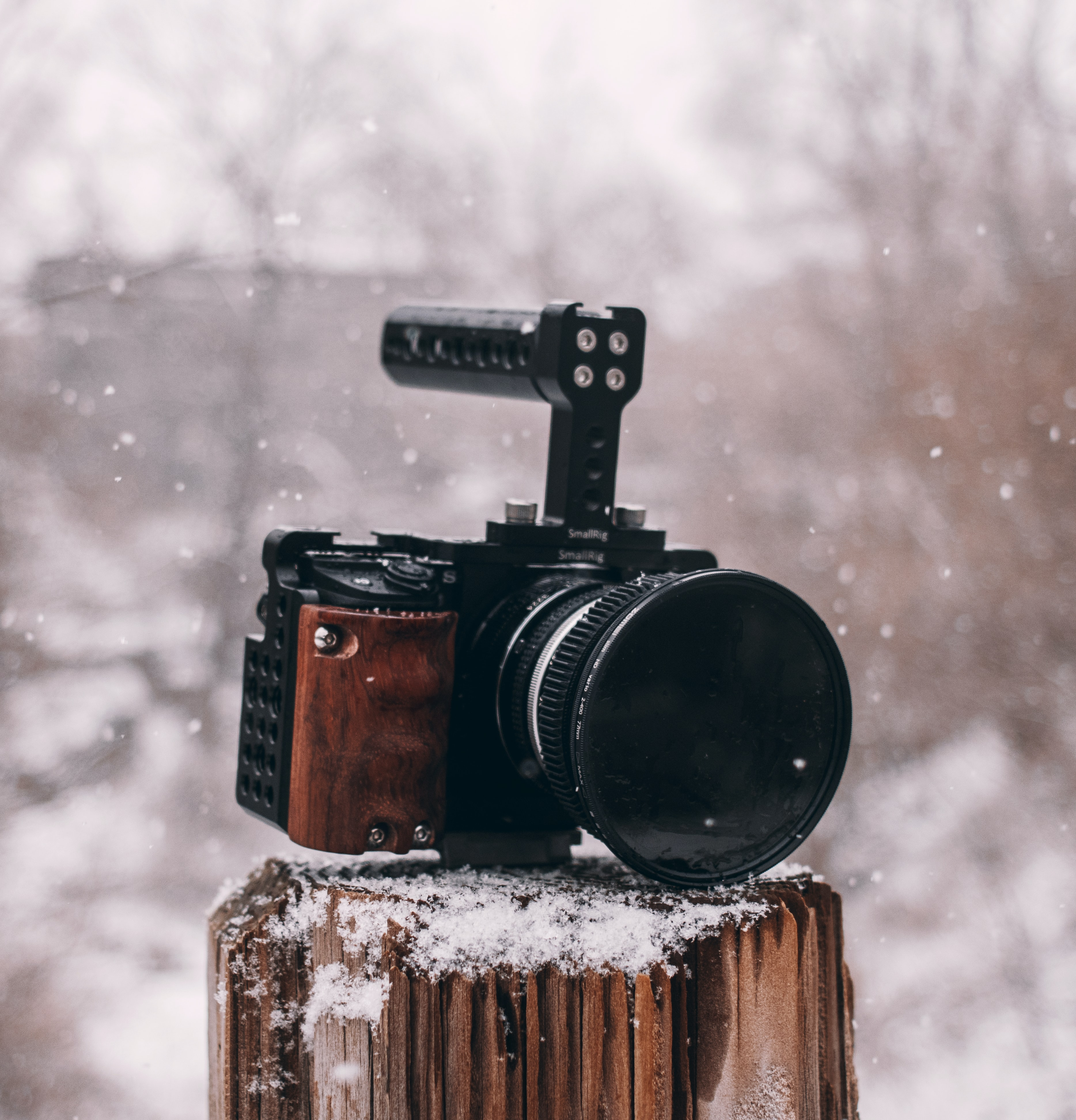 shallow focus photography of black and brown camera