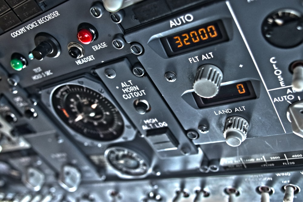 B737 Cockpit Pictures | Download Free Images on Unsplash