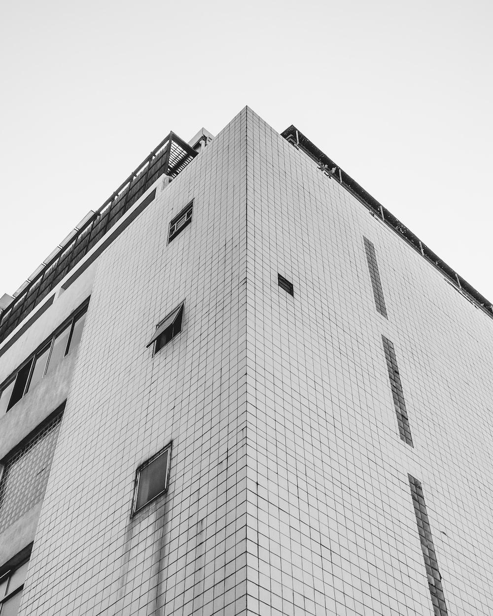 gray concrete building
