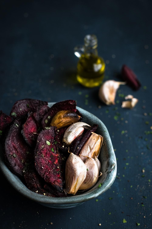 garlics on bowl