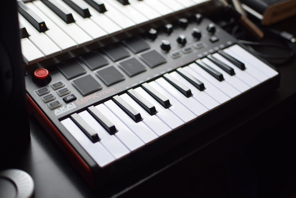 Midi Keyboard Pictures Download Free Images On Unsplash