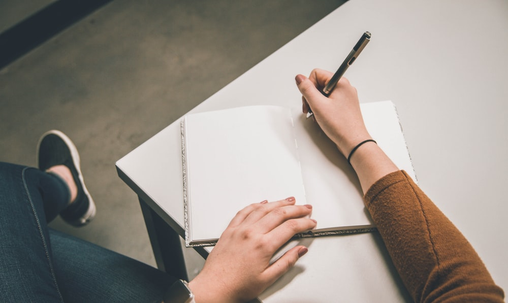 10 Tips Praktis Menulis Fiksi