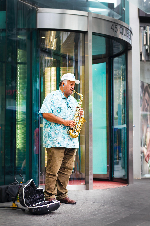 Саксофонист на улице