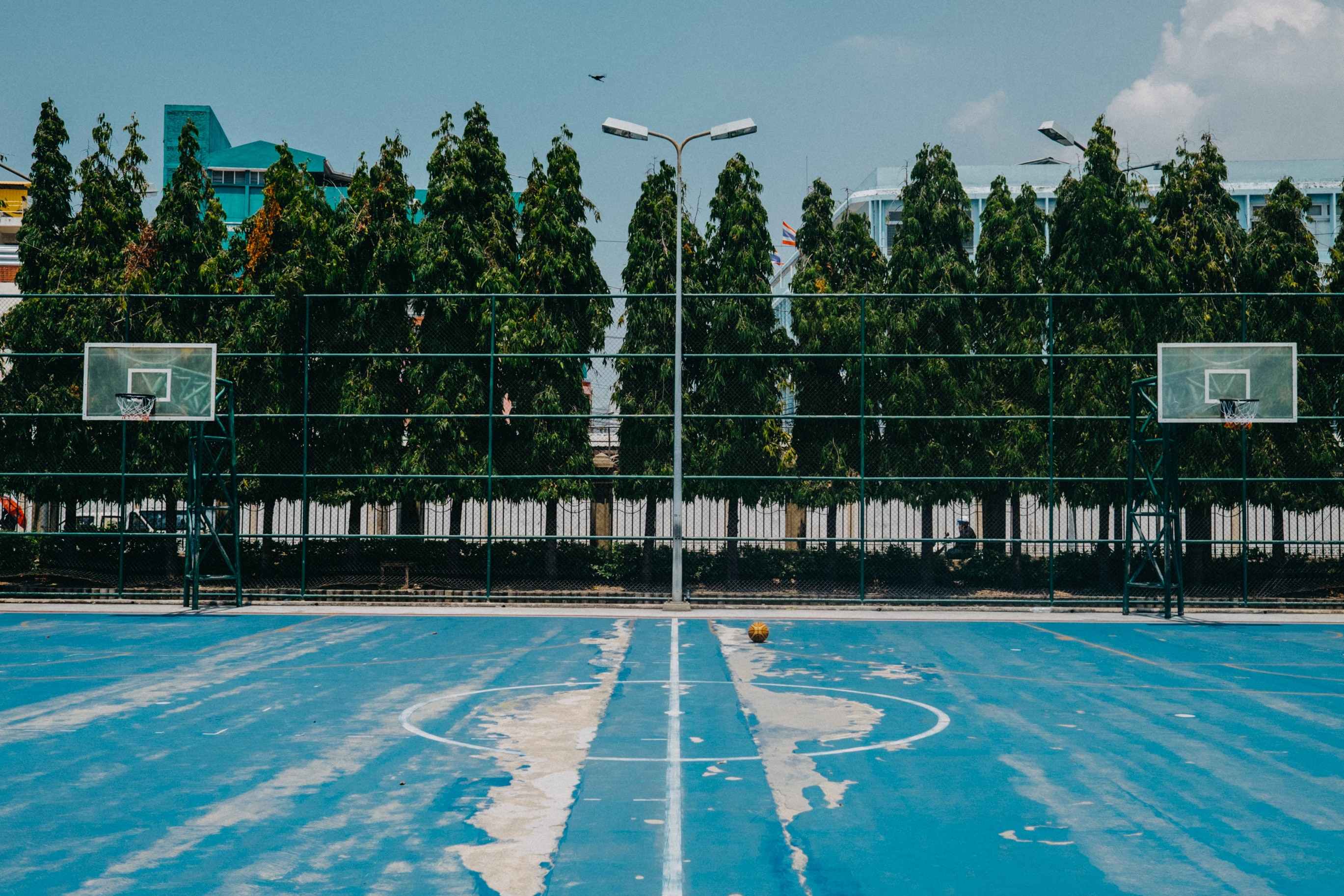 landscape photo of basketball court