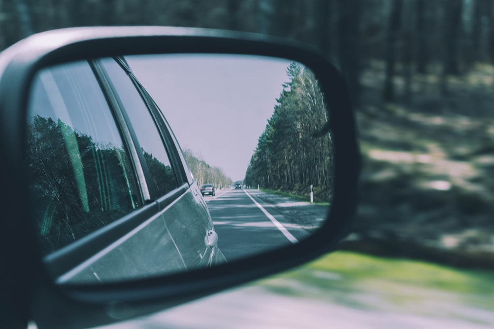 selective focus of vehicle side mirror