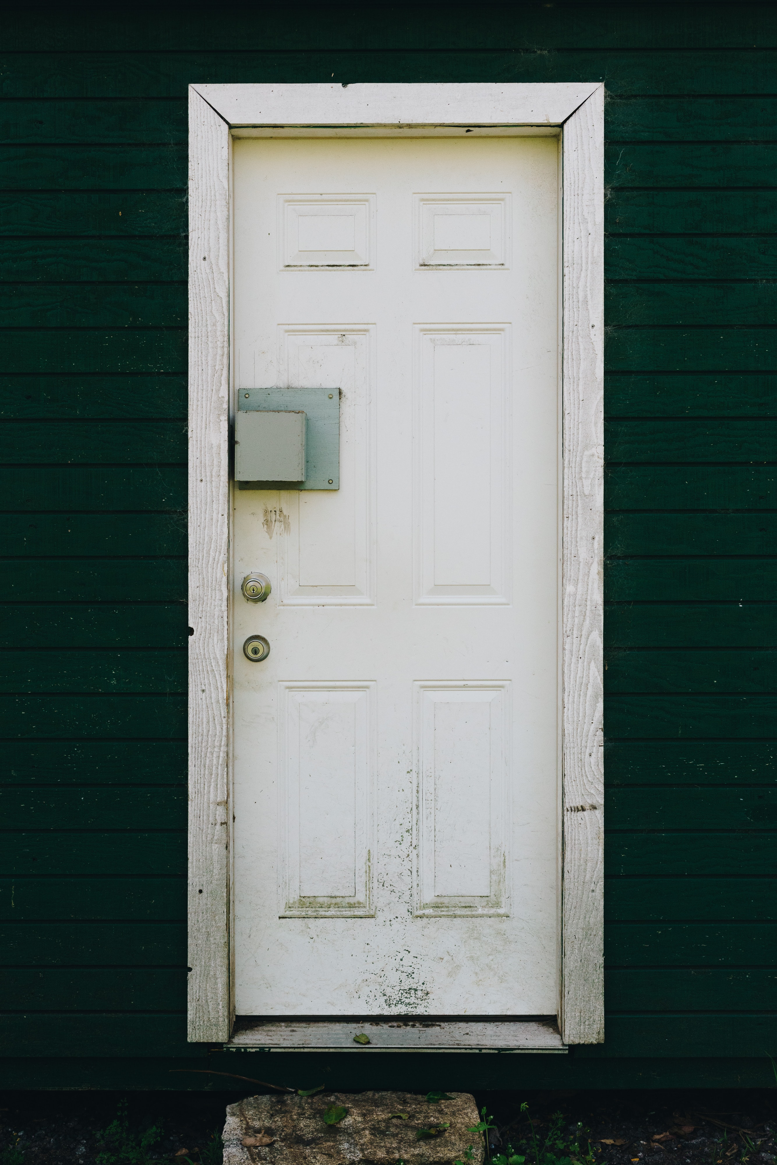 Etonnant Closed White Wooden Door