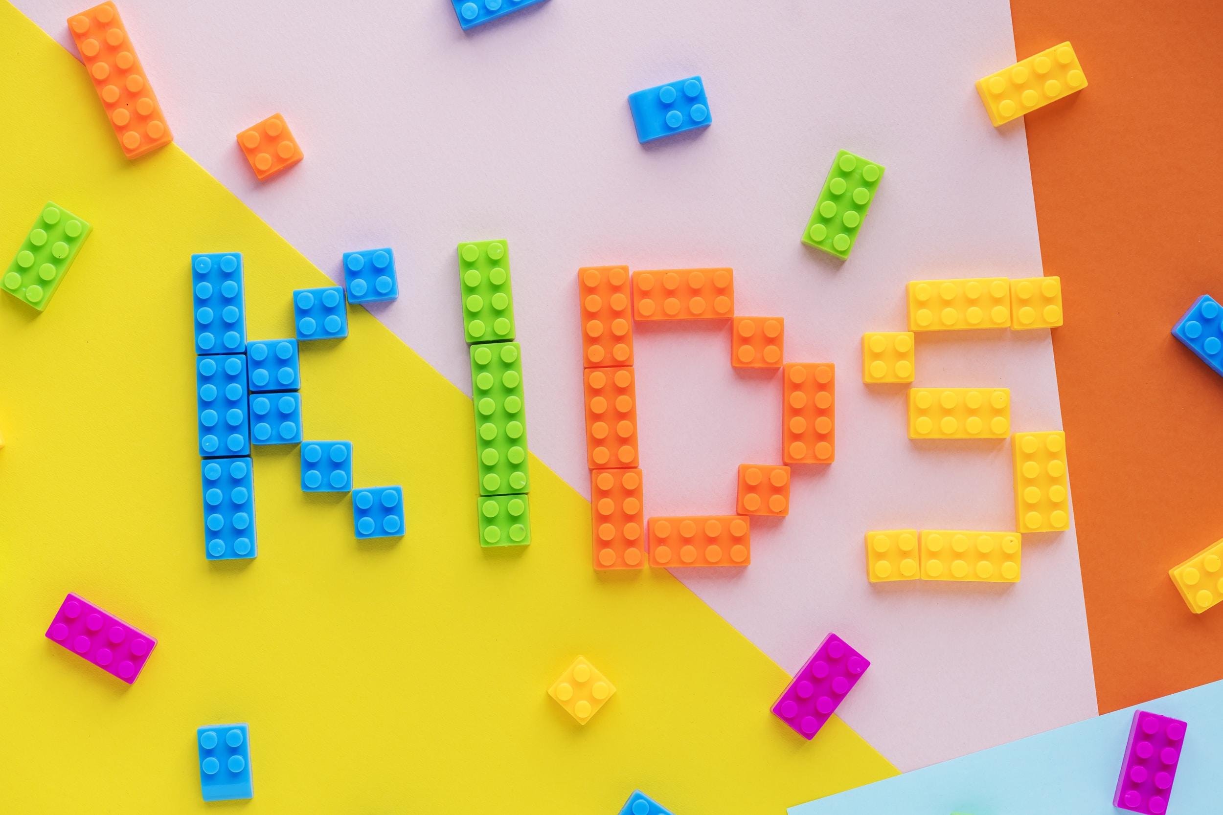 multicolored plastic toy building blocks