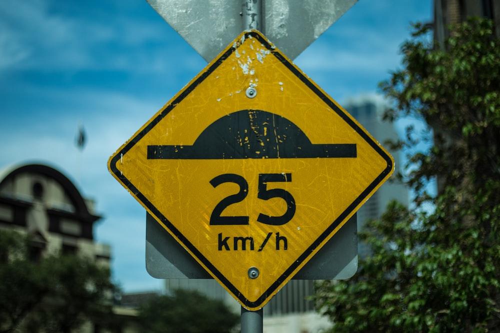 closeup photo of 25 km/h road signage
