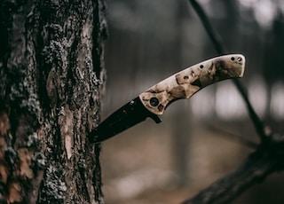 brown handle knife