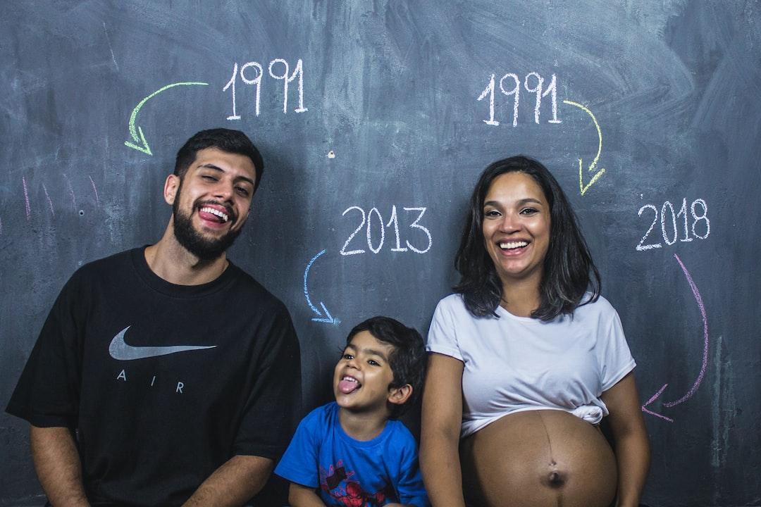 Felicidade estampada no rosto de uma família à espera da nova integrante.