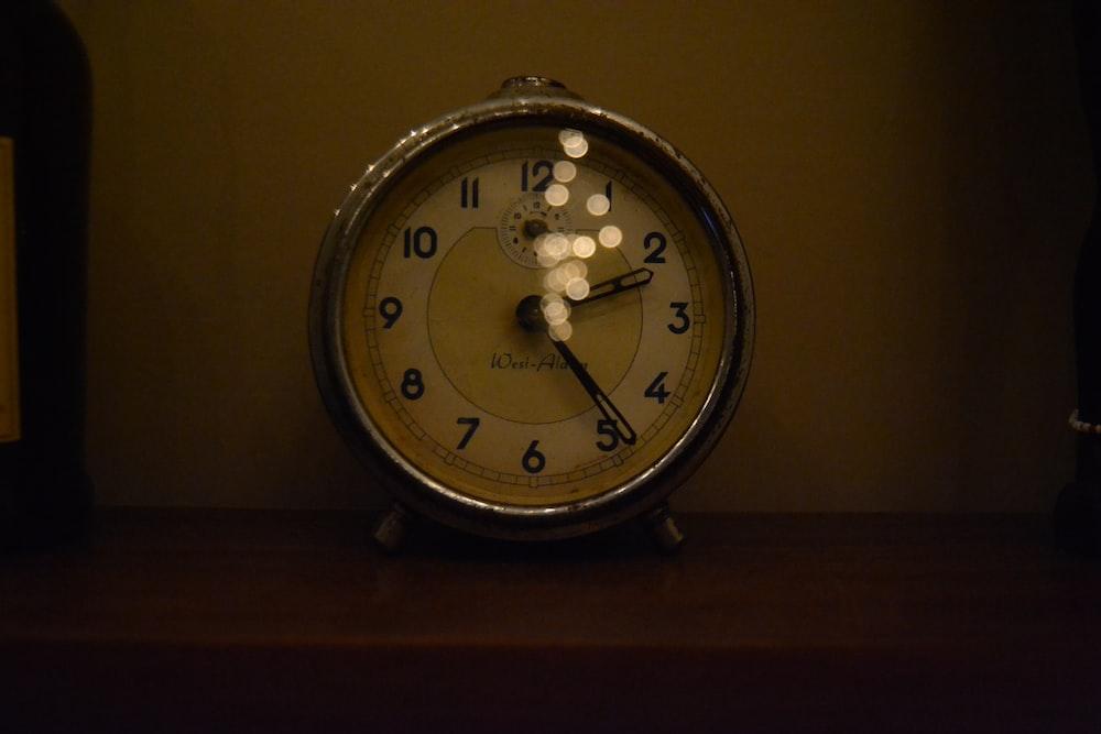 analog clock displaying at 2:24