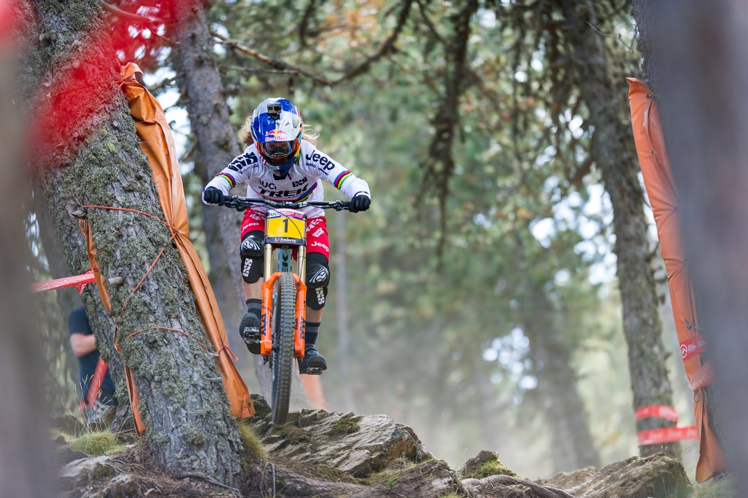 Rachel Atherton full gaz in the woods of Vallnord worldcup track.