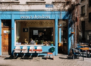 blue and white Eten & Drinken store front during daytime