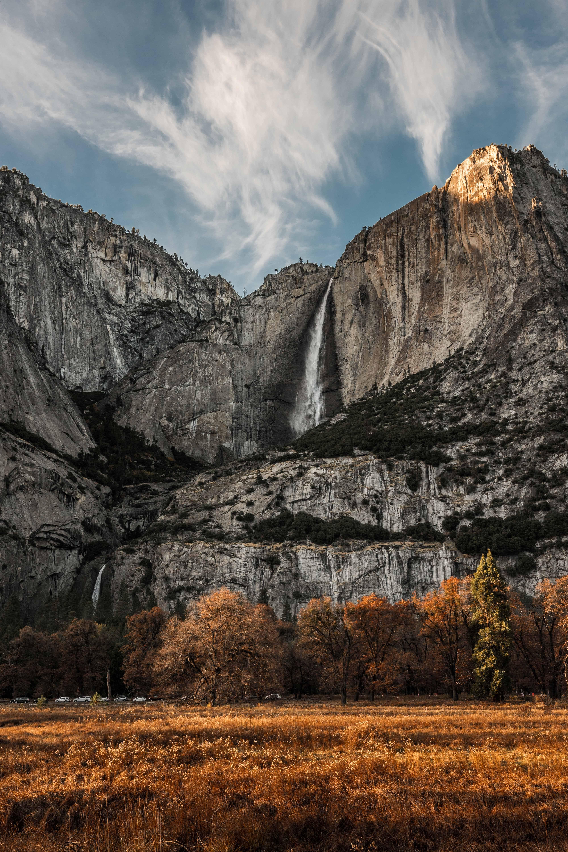 waterfalls o mountain