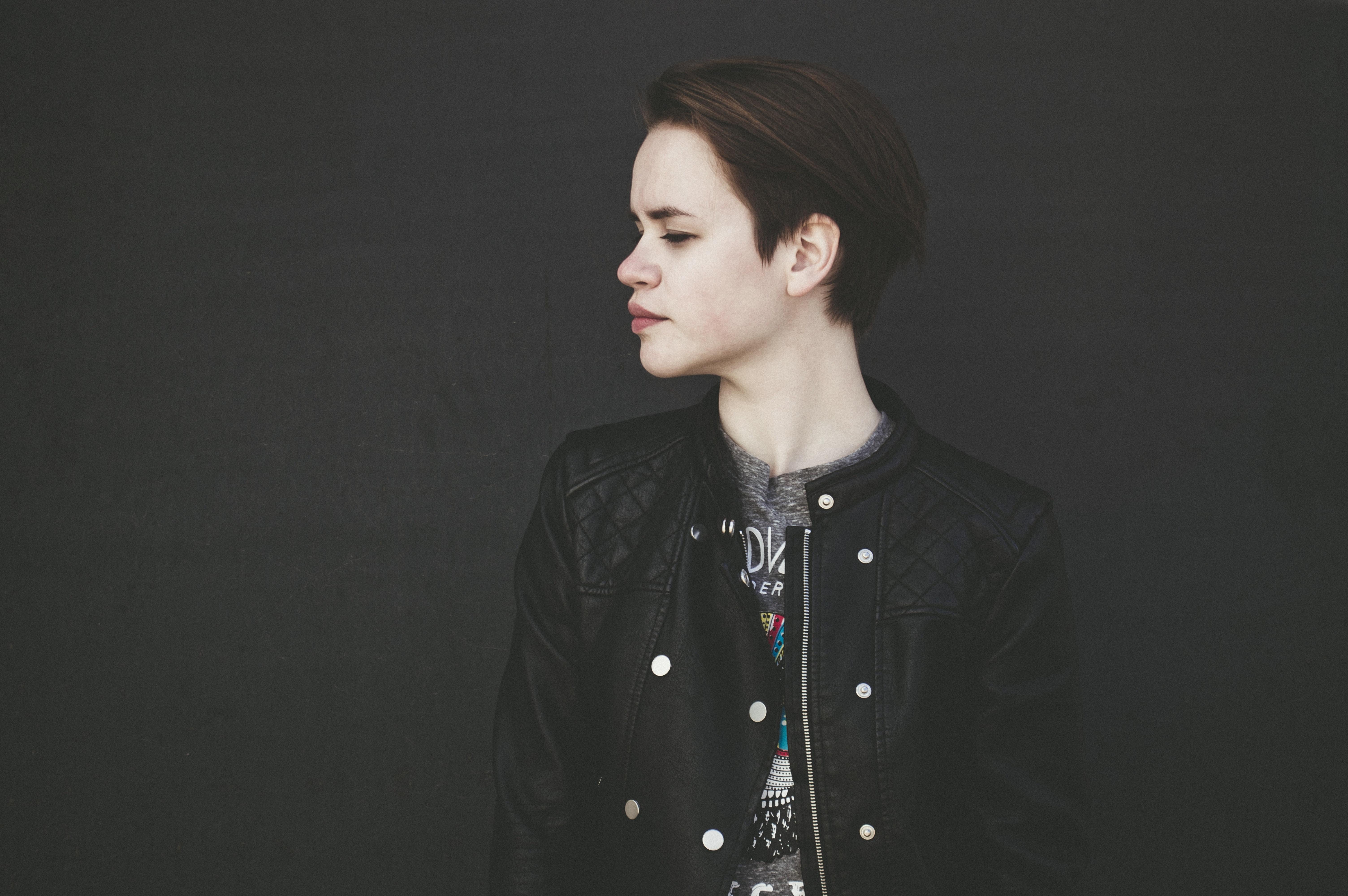 woman wearing black button-up jacket