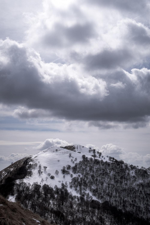 snow caps mountain under white cloud