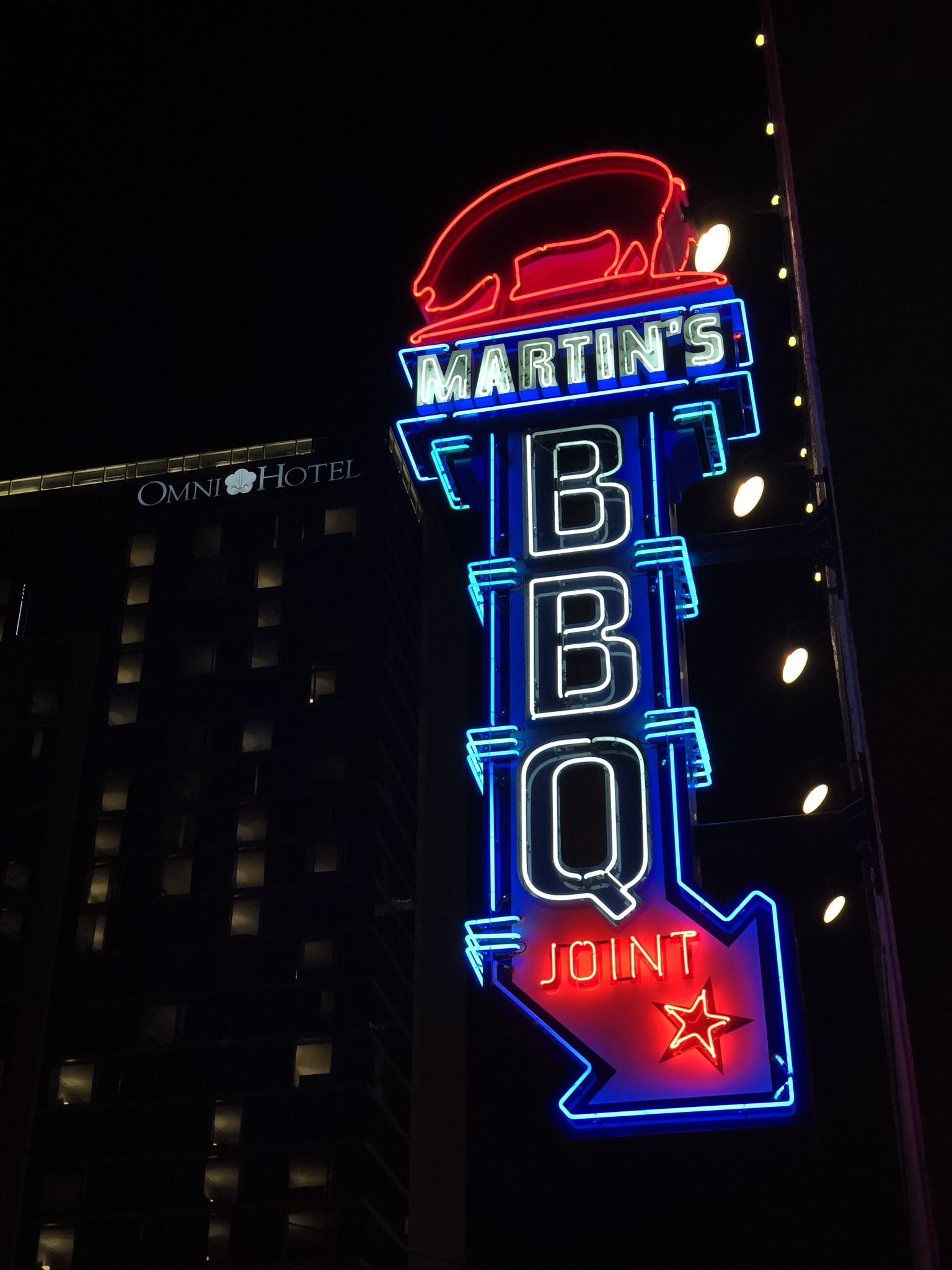 Martin's BBQ Joint neon sign