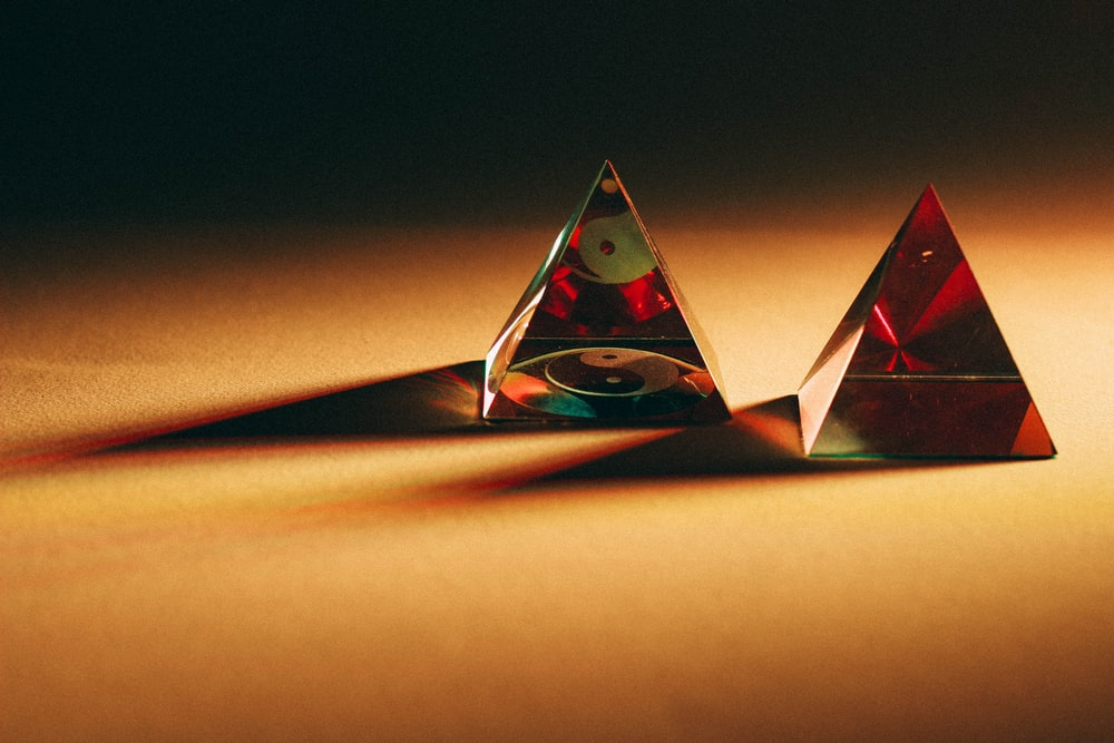 two red pyramid decors on brown top