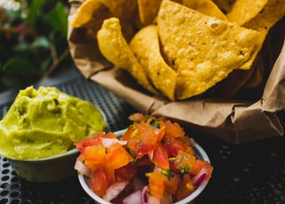 fried crackers with red tomatoes and green sauce