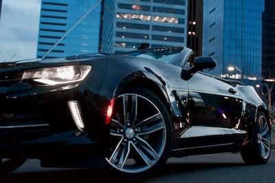 Schnelle Autos sind ein Signal: Dein Partner hat sich verändert.