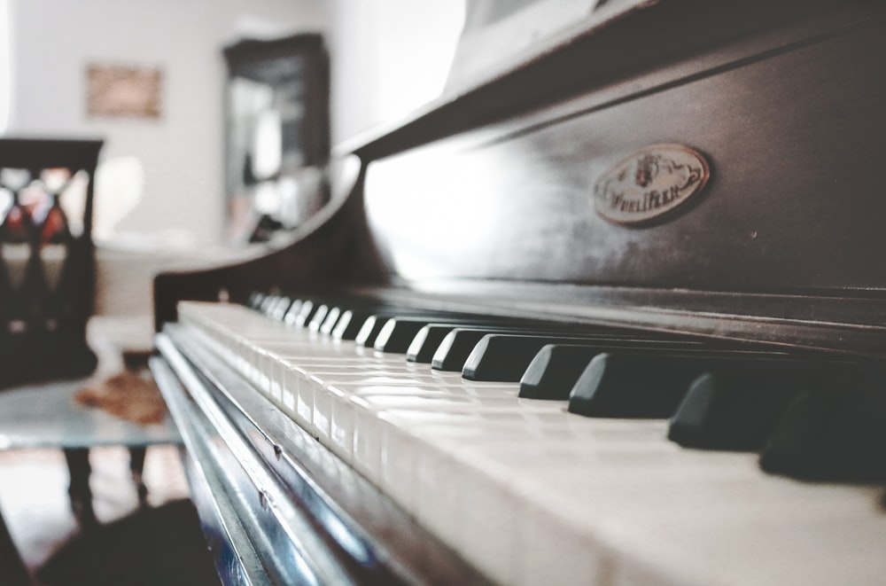 tilt shift focus photo of upright piano
