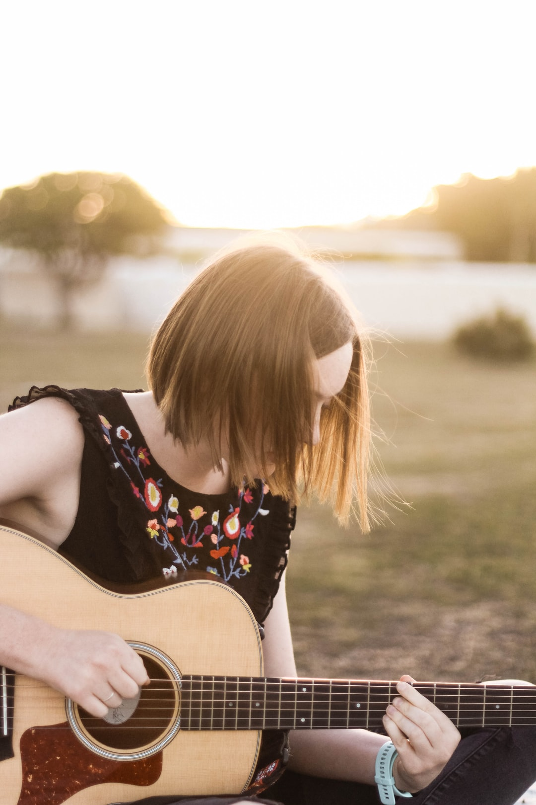 The Girl with the Guitar [1]