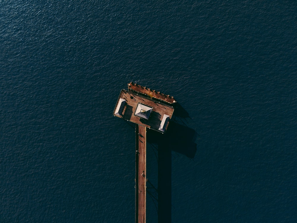 white house in middle of ocean in top view photography