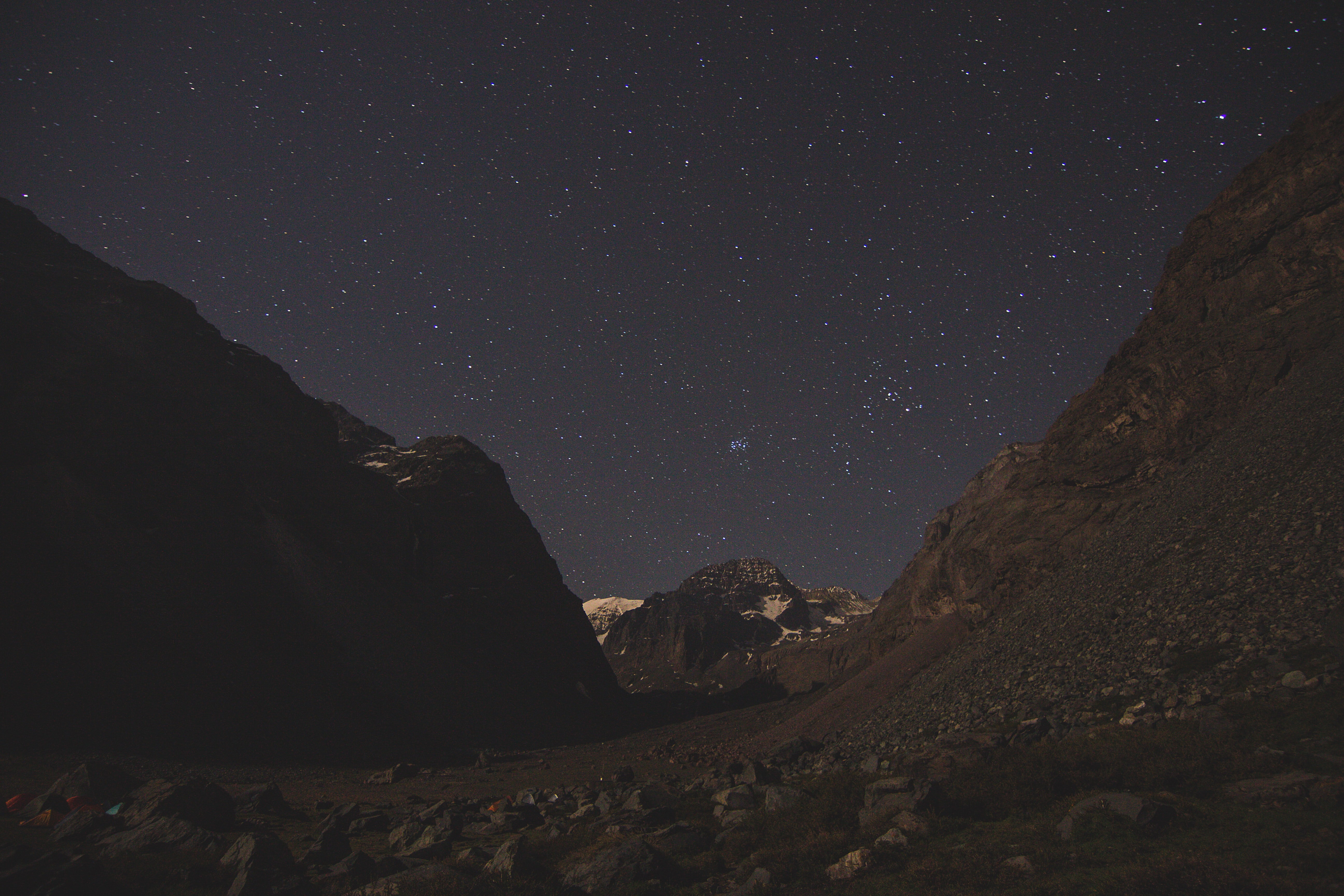 scenery of stars and mountains