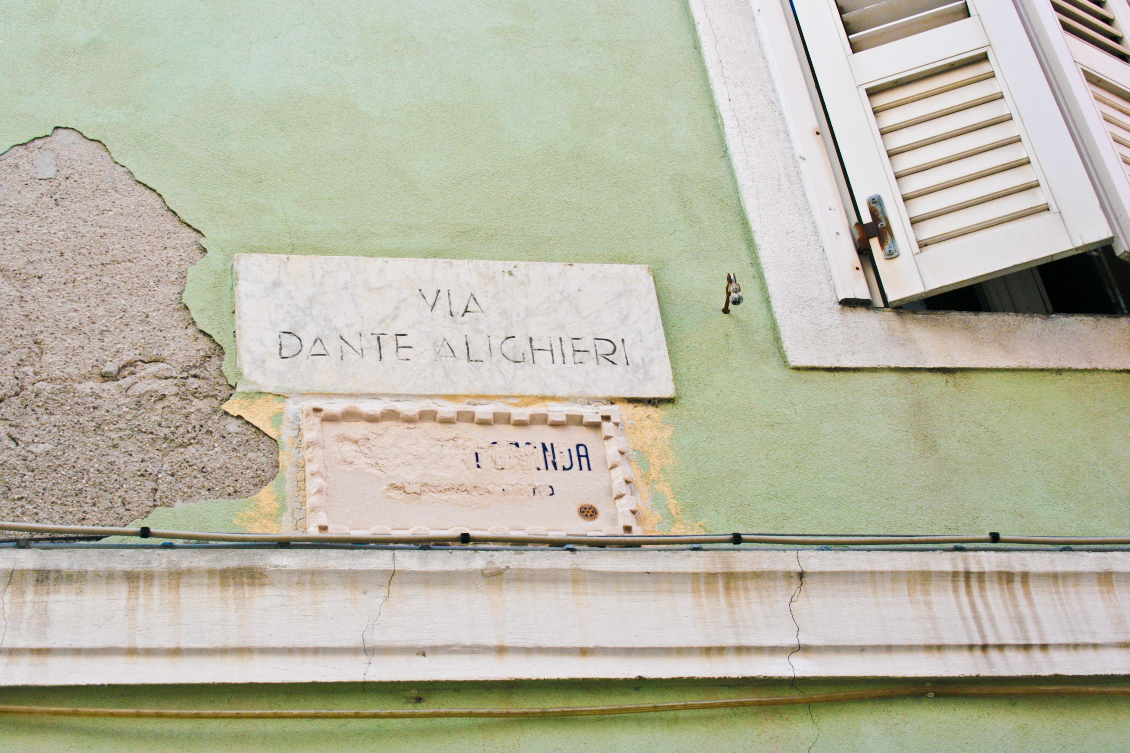 photo of Via Dante signage