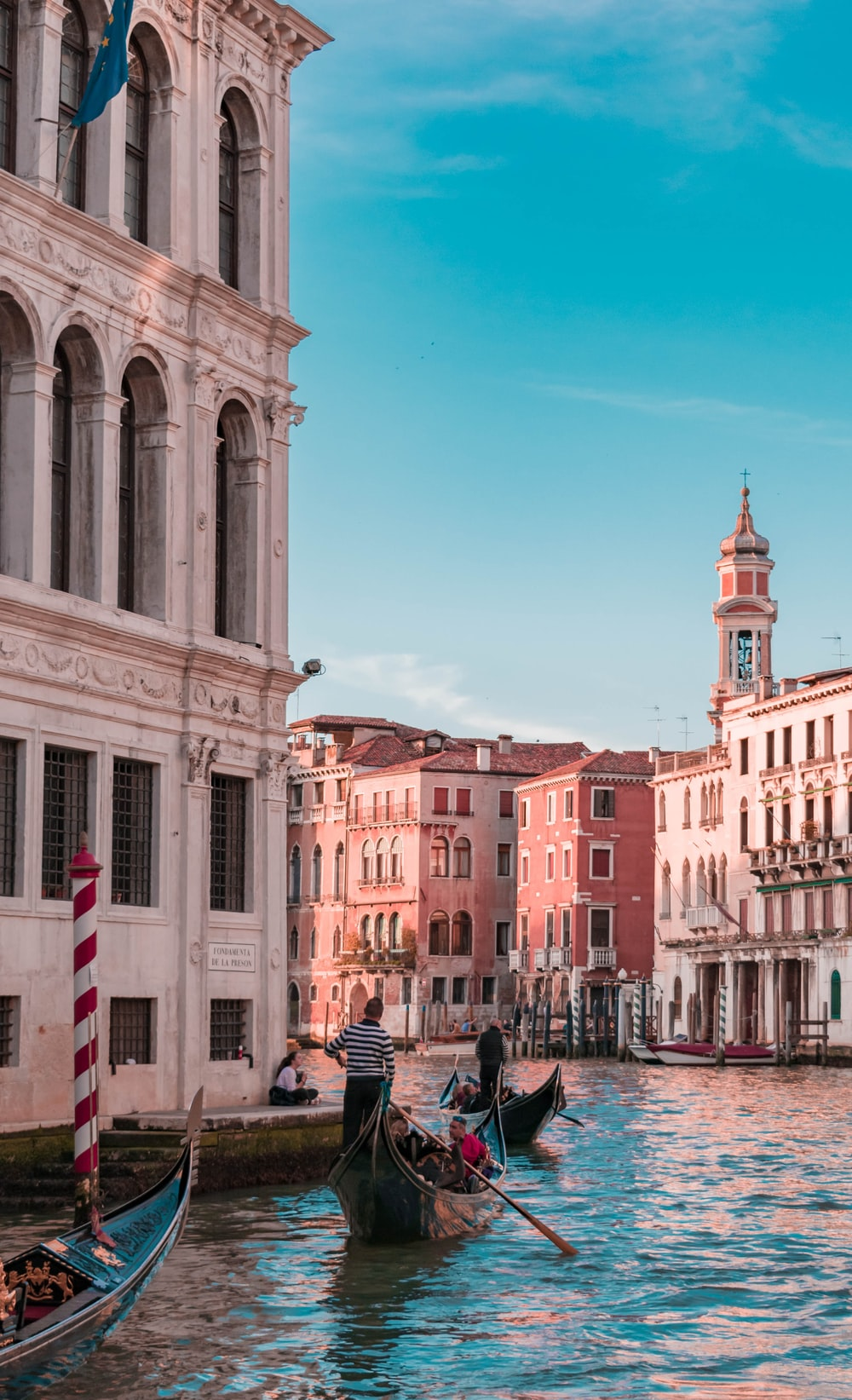 Gondola, venice, italy and boat | HD photo by Damiano Baschiera (@damiano_baschiera) on Unsplash