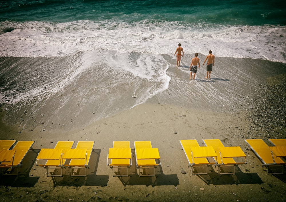 sun lounger pictures download free images on unsplash