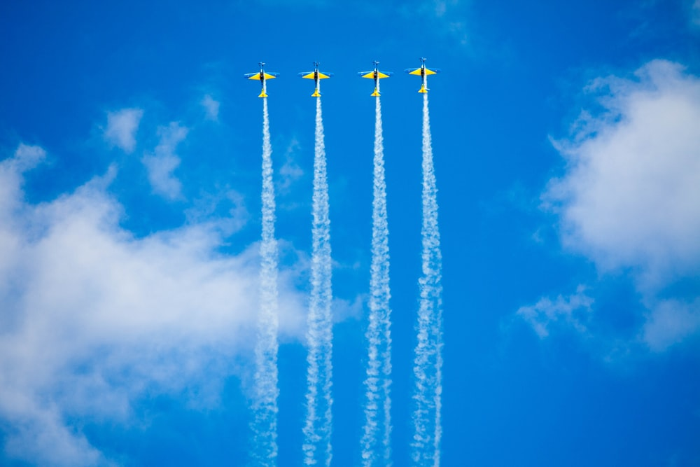 four stunt planes during daytime