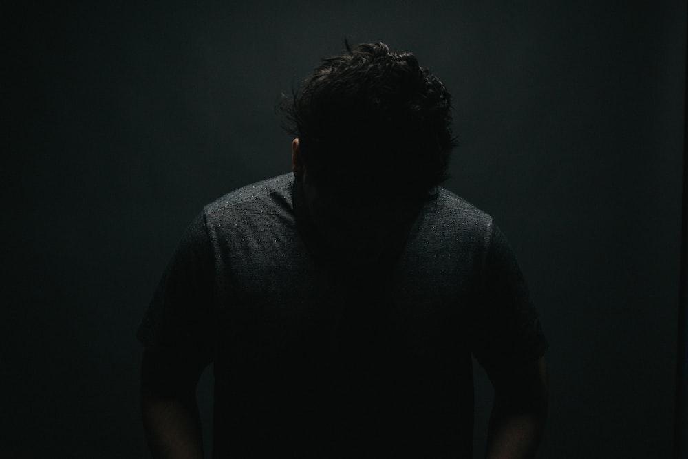 black crew-neck shirt