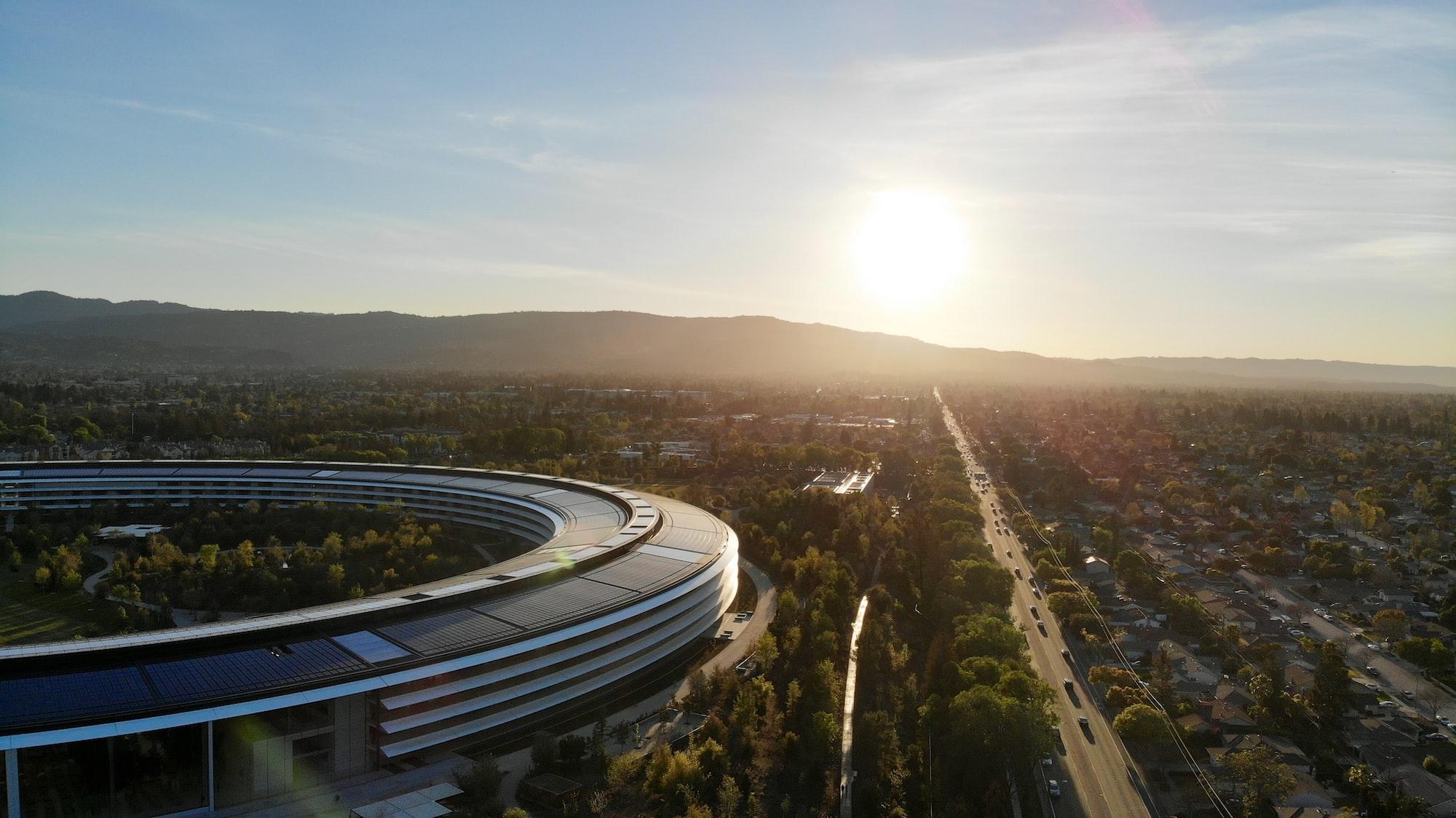 С главы отдела глобальной безопасности Apple сняли обвинения во взяточничестве