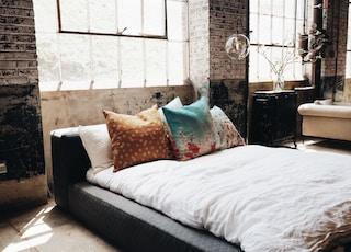 white bed mattress