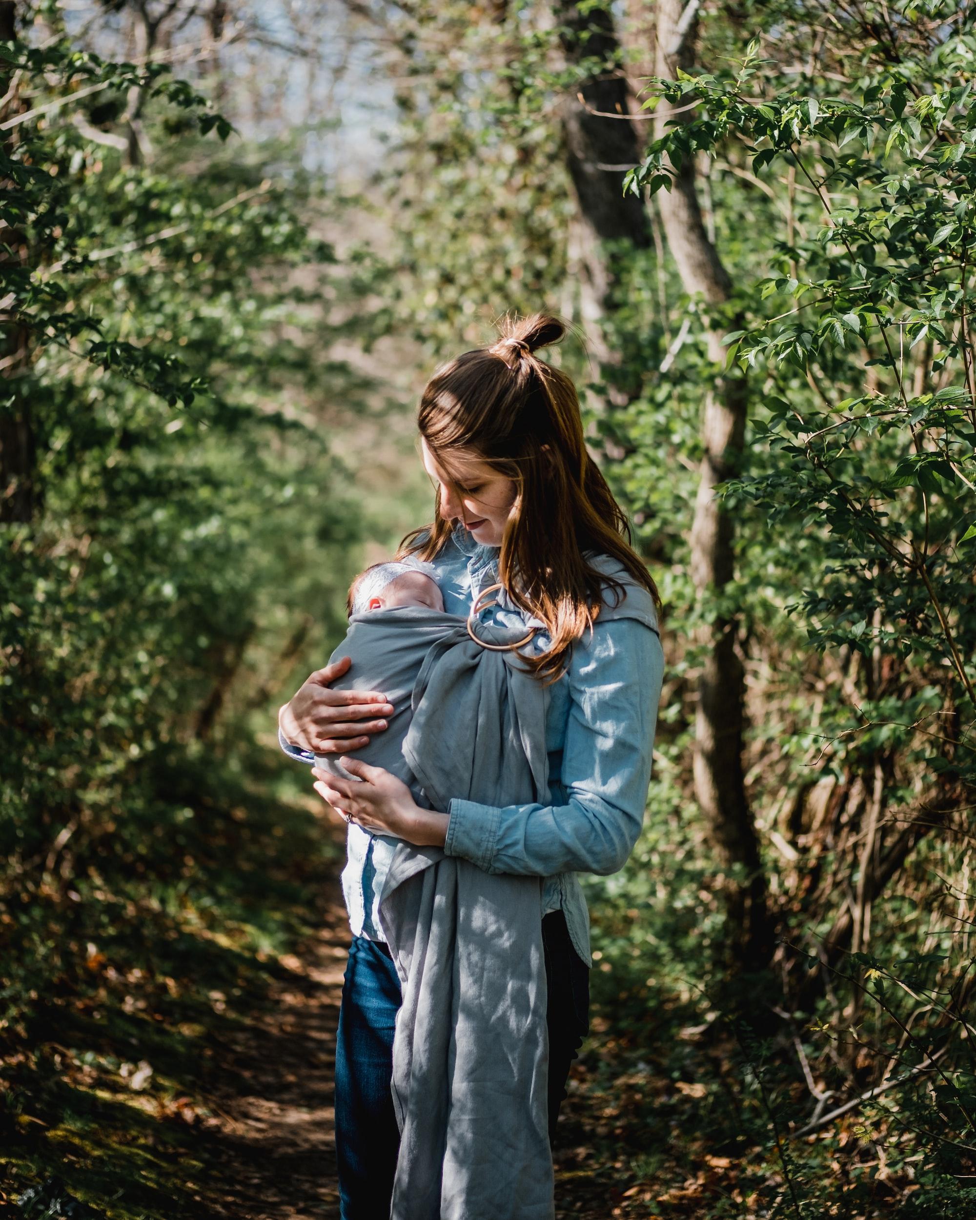 Mother Loves Daughter, sling