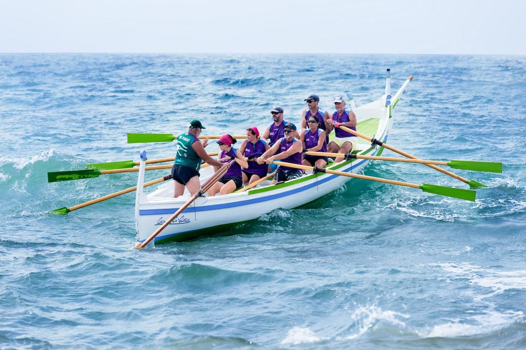 Tripulación mixta de la Escuela de Remo de Jábega durante la Regata de las 3 Millas, celebrada en las Playas de El Palo de Málaga el 09-09-2017. Debido al mal estado de la mar con un fuerte temporal de levante algunas pruebas se suspendieron.