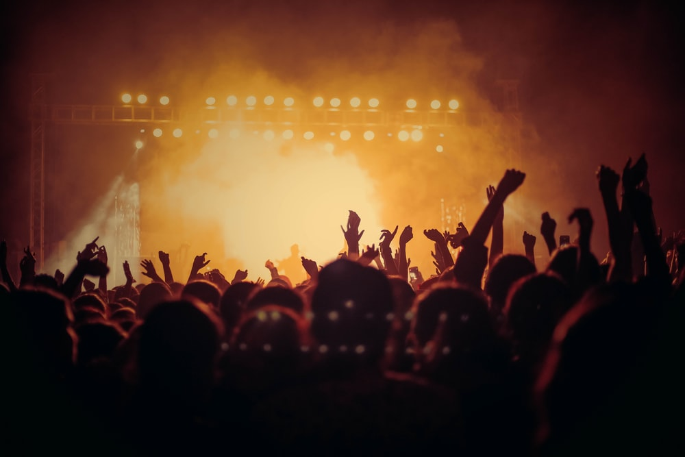 band performing on stage in front of people photo – Free Music Image on  Unsplash