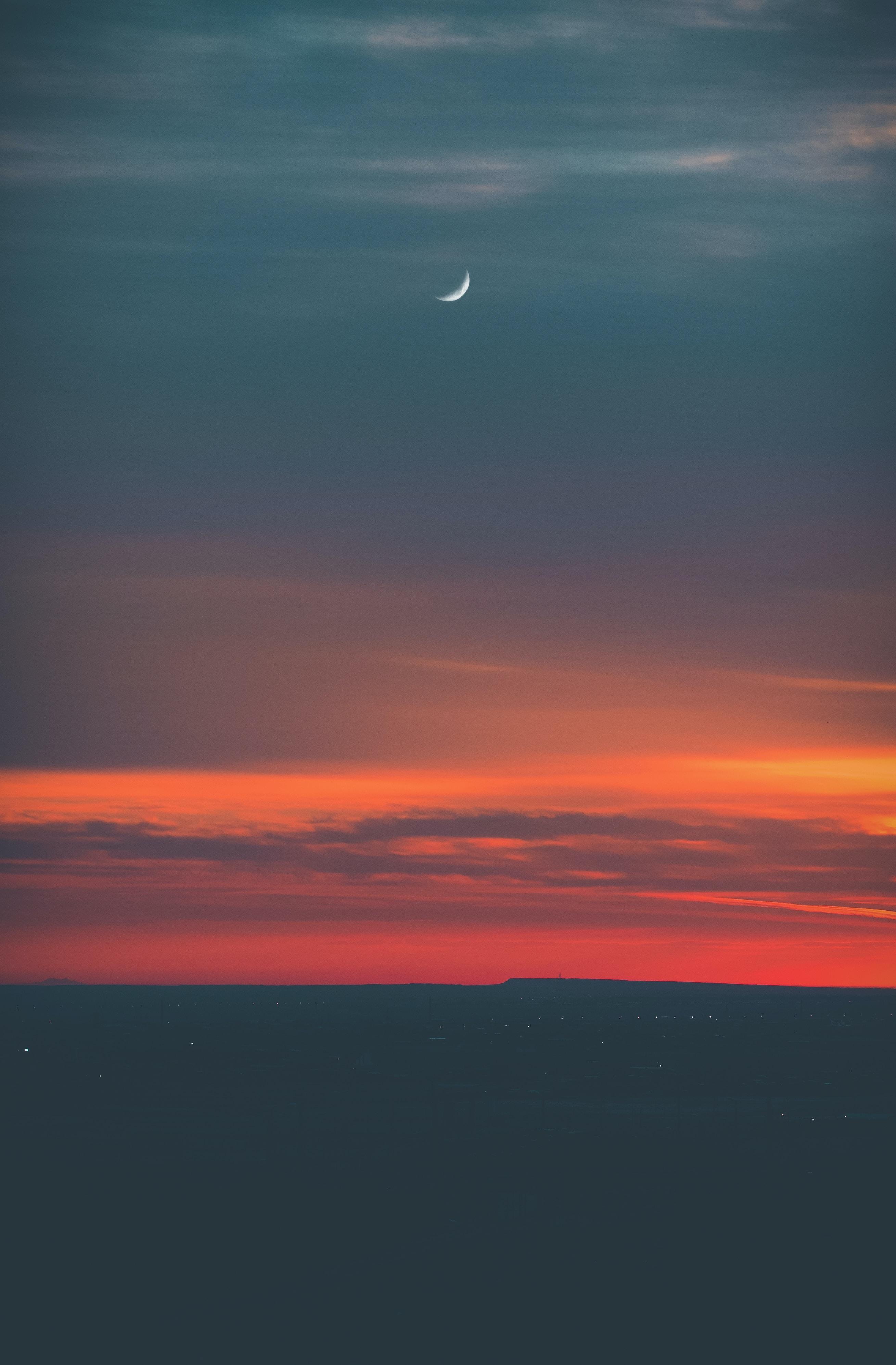 sea horizon during golden hour time