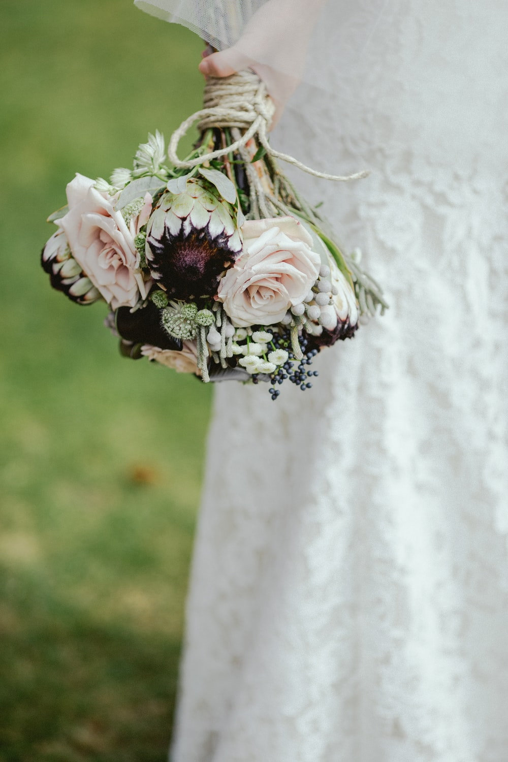 selective focus photography of white-and-purple petaled flower bouquet