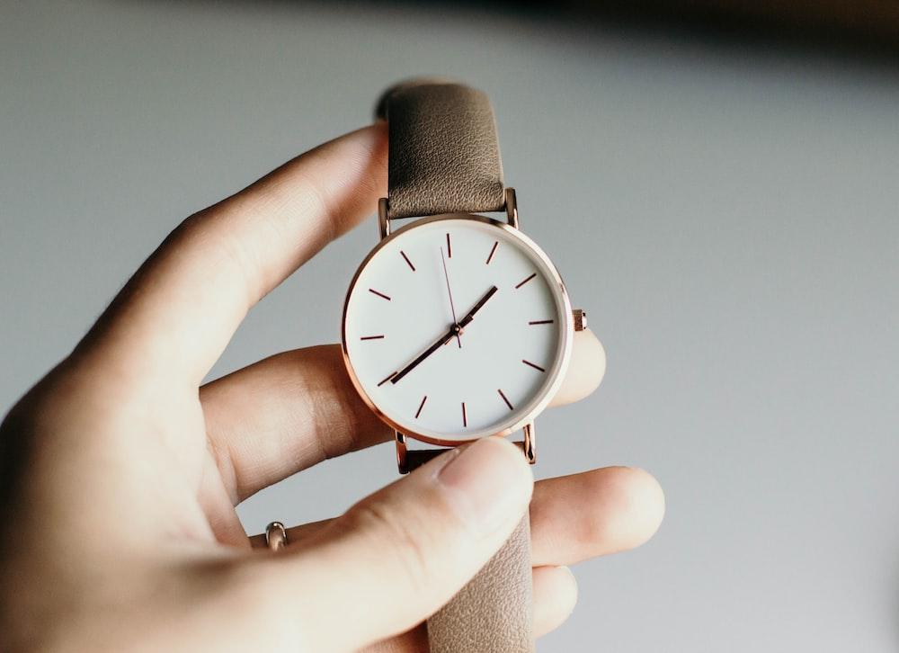 アナログ時計を持っている人