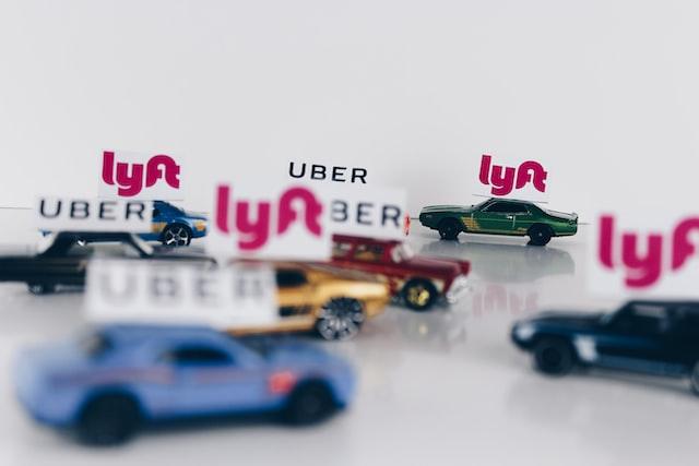 6 easy ways Uber & Lyft devotees can save money